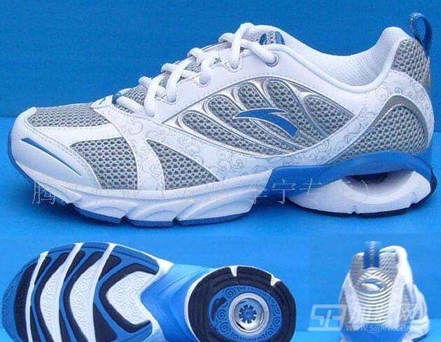 安踏运动鞋